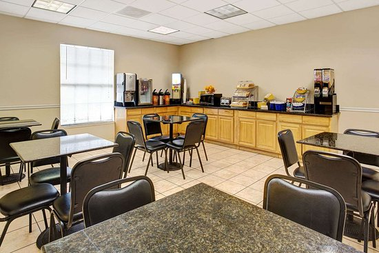 Days Inn by Wyndham Kissimmee FL: Breakfast Area