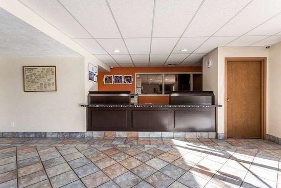 Motel 6 Great Falls: lobby