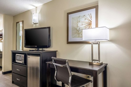 Quality Inn Auburn University Area: Guest room with added amenities