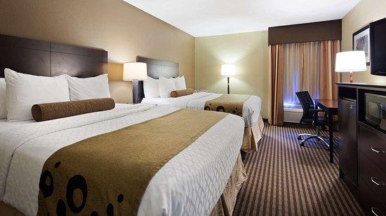 Best Western Plus Mishawaka Inn: Two Queen Guest room