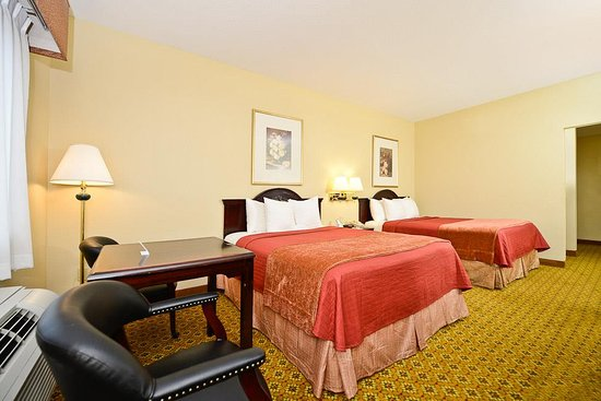 Dayton, TX: Two Queen Bed Guest Room