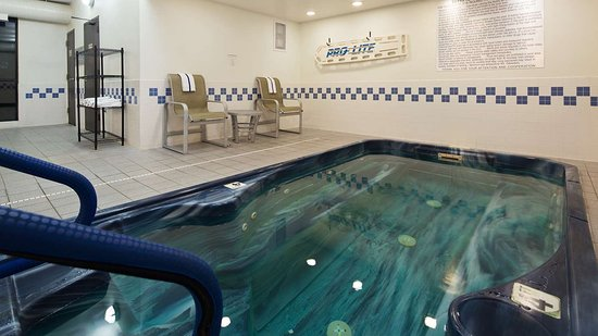Best Western Plus Mishawaka Inn: hot tub