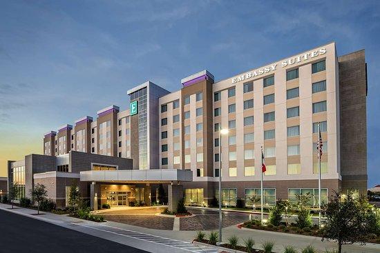 embassy suites by hilton college station texas hotel. Black Bedroom Furniture Sets. Home Design Ideas