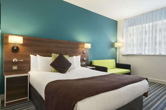 Days Inn by Wyndham Liverpool City Centre: 1 King 1 Sofa Bed Room