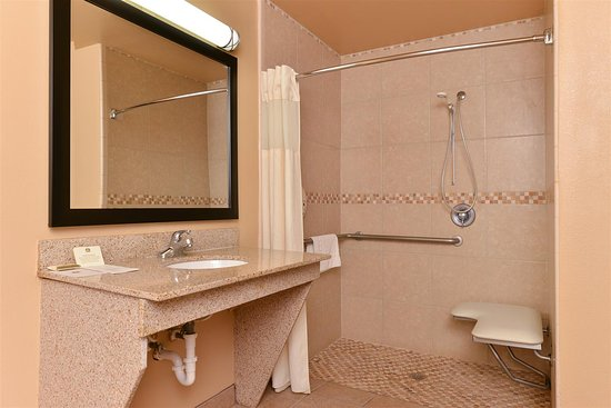 Freer, TX: Guest Bathroom