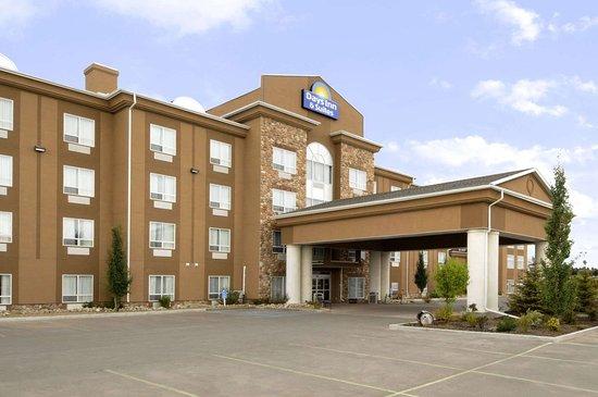 Days Inn & Suites Strathmore