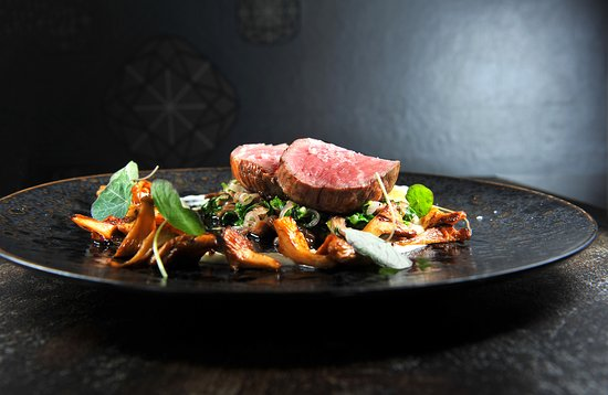 V Zatisi : VEAL FILLET AND BEEF RIBS WITH SAVOY CABBAGE, chanterelle mushrooms, onion pureé with parm