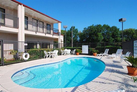 Best Western Lindale Inn: Swimming Pool