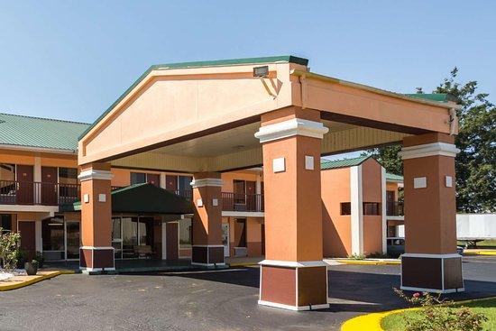 إيكونو لودج: Hotel exterior
