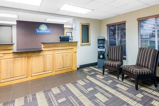 Days Inn by Wyndham Bismarck: Lobby