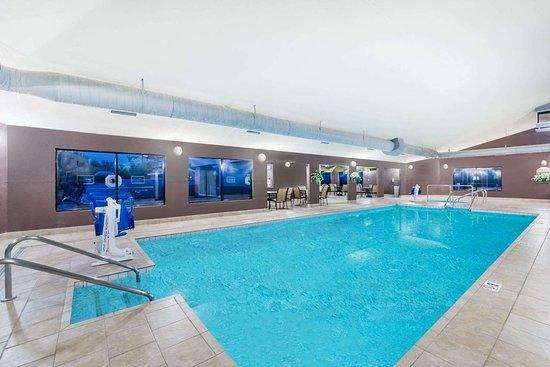 Days Inn by Wyndham Bismarck: Pool