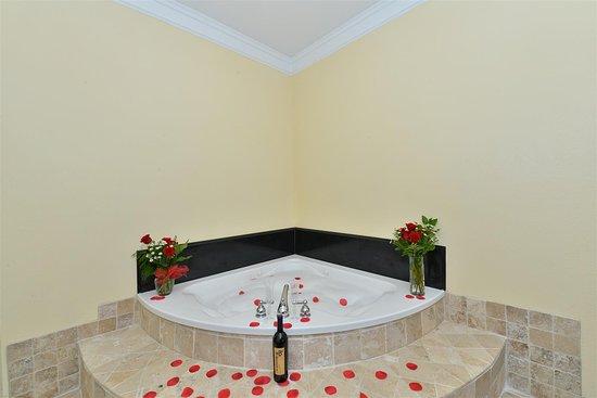 Best Western Lone Star Inn: King Whirlpool Guest Room