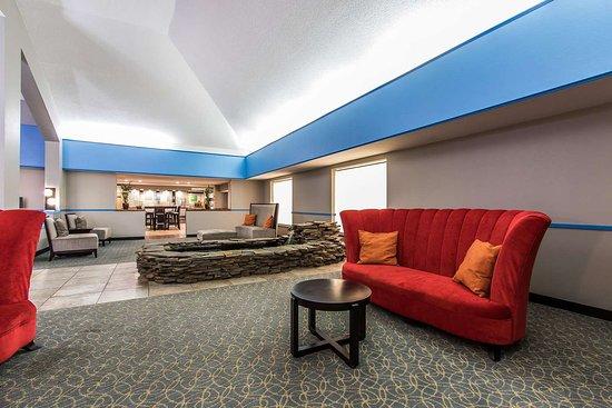 Comfort Inn I-65 At Airport Blvd: Hotel lobby