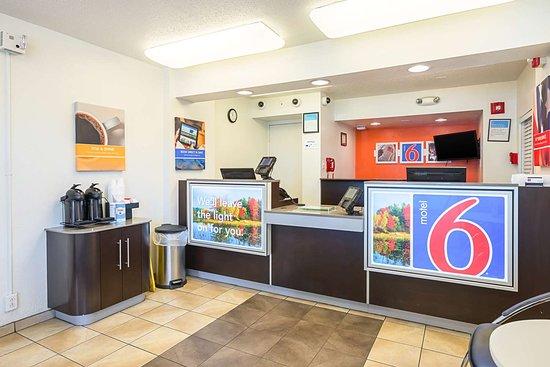 Motel 6 Hammond: lobby