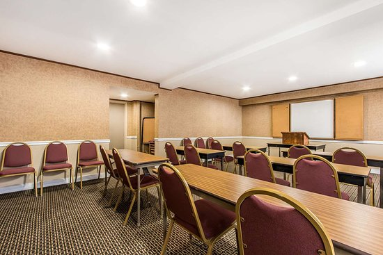 Comfort Inn I-65 At Airport Blvd: Meeting room