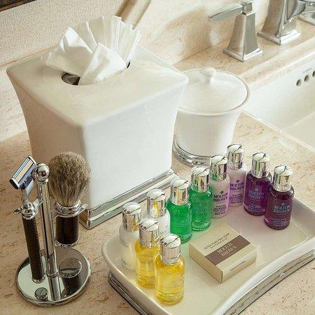 Rustic Inn Creekside Resort and Spa at Jackson Hole: Spa Suite Bathroom Amenities
