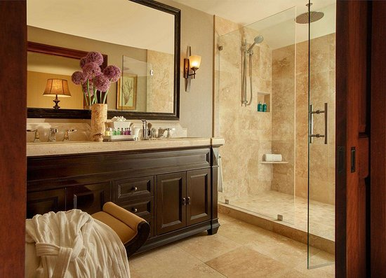 Rustic Inn Creekside Resort and Spa at Jackson Hole: Balcony Spa Suite Bathroom