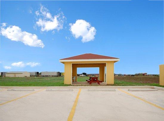 Hondo, TX: BBQ Area