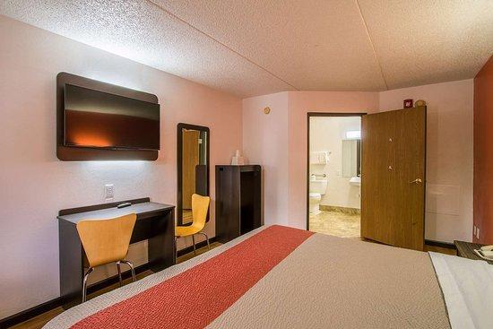 Motel 6 Ashland, OH: single