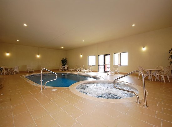 Denison, TX: Indoor Swimming Pool and Hot Tub