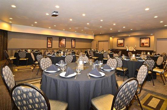 Best Western Premier Crown Chase Inn & Suites: Meeting Room