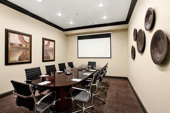 Best Western Premier Crown Chase Inn & Suites: Board Room