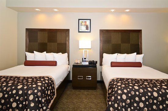 Best Western Premier Crown Chase Inn & Suites: Two Queen Bed Guest Room