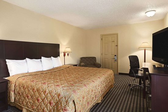 Days Inn by Wyndham Champaign/Urbana: Standard King Bed Room