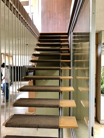 Neutra VDL House: Interior stairway (with no handrails)