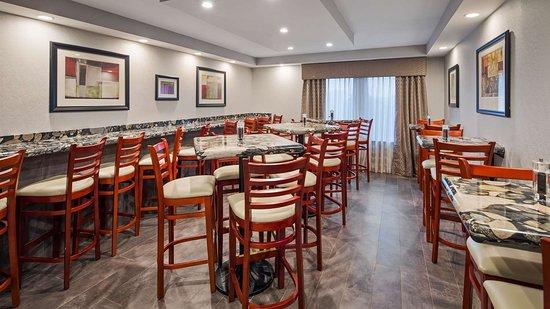 Best Western Plus Concordville Hotel: Breakfast Area