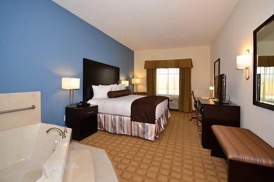 Lytle, TX: King Whirlpool Guest Room