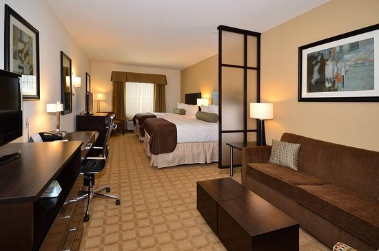 Best Western Plus Lytle Inn & Suites: Two Queen Suite