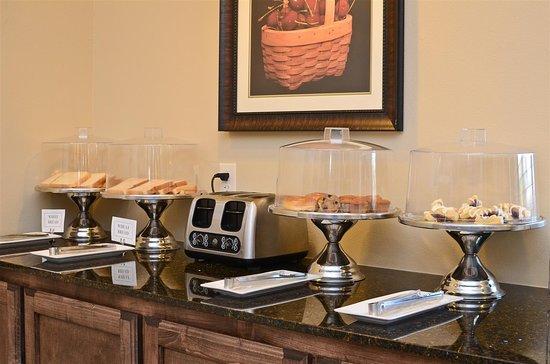Best Western Plus Emory at Lake Fork Inn & Suites: Breakfast Area