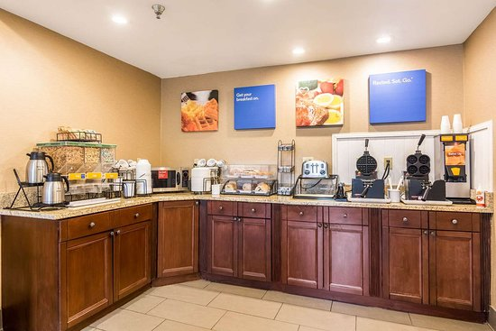 Comfort Inn: Breakfast counter