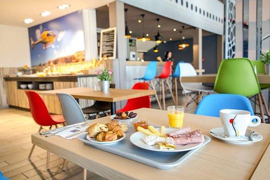 comfort hotel marseille airport vitrolles france voir les tarifs et 61 avis. Black Bedroom Furniture Sets. Home Design Ideas
