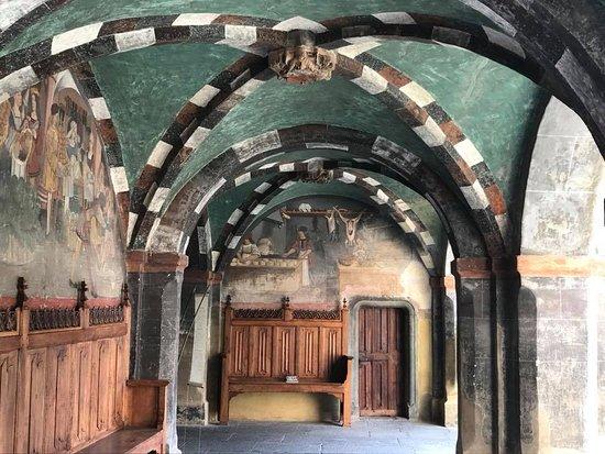 Issogne, Italy: dipinti murali