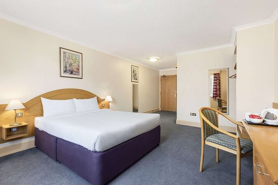 Days Inn by Wyndham Watford Gap: 1 Double Bed Accessible Room