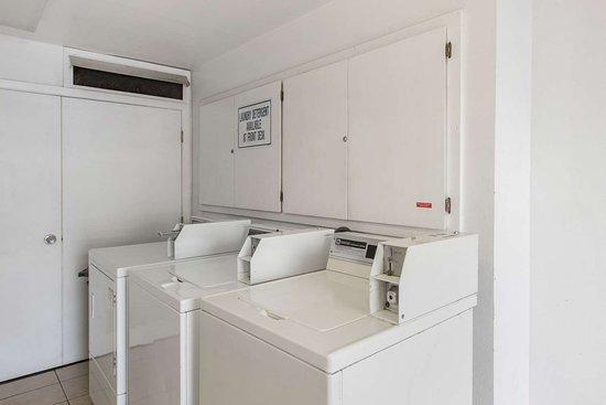 Rodeway Inn Redding: Guest laundry facilities