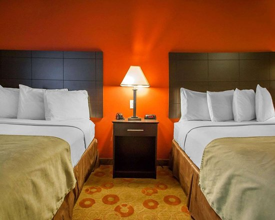 Suburban Extended Stay Hotel Cedar Falls: Guest room with two beds
