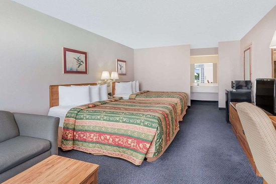 Days Inn by Wyndham Seguin TX: Guest room