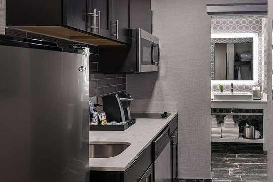 Luminn Hotel Minneapolis: Well-equipped suite