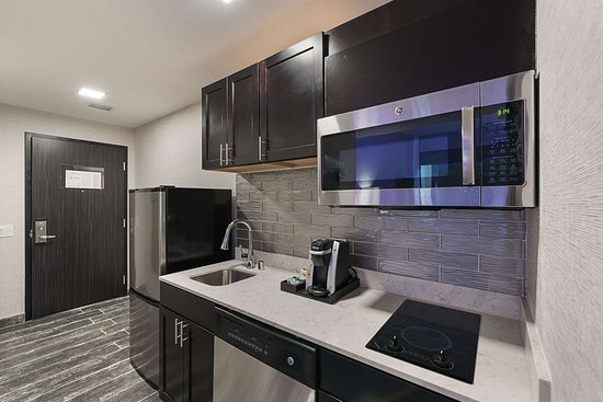 Luminn Hotel Minneapolis: Spacious suite with added amenities