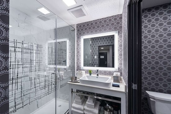 Luminn Hotel Minneapolis: Bathroom in guest room
