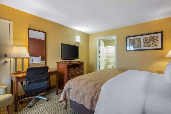Quality Inn Laurinburg: Guest room with added amenities