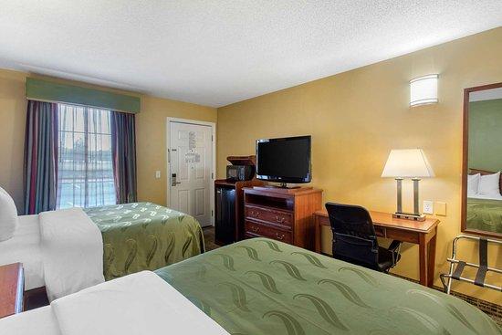 Quality Inn Laurinburg: Spacious guest room