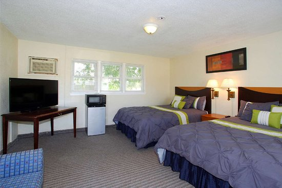 Hutchinson, Minnesota: 7-Hi Budget Motel Double Room View
