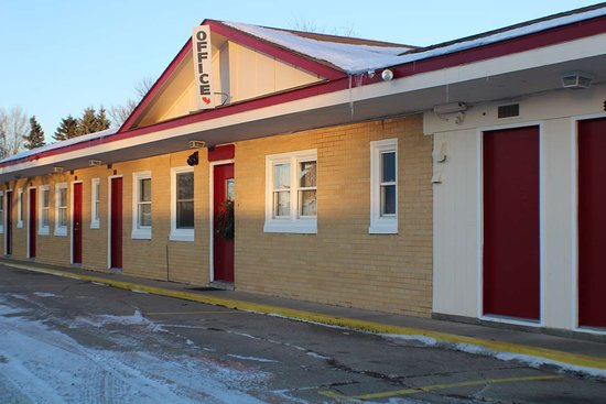Hutchinson, Minnesota: 7-Hi Budget Motel Exterior