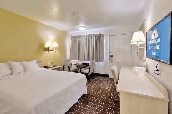 Americas Best Value Inn- Amarillo Airport/Grand Street: One Queen Bed