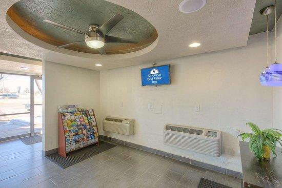 Americas Best Value Inn- Amarillo Airport/Grand Street: Lobby