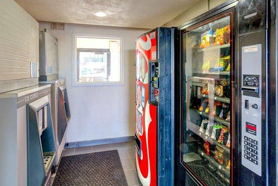 Americas Best Value Inn- Amarillo Airport/Grand Street: Vending Machines